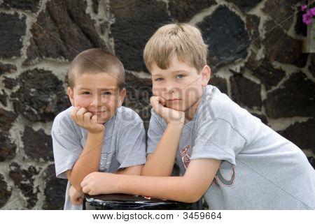 männlich Brüder posieren