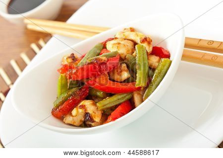 Stir fry chicken with sweet peppers and green beans