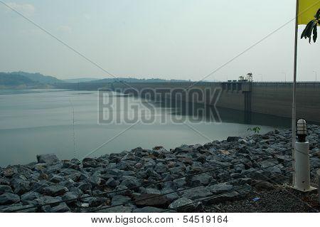 Khun Dan Prakan Chon Dam, Thailand