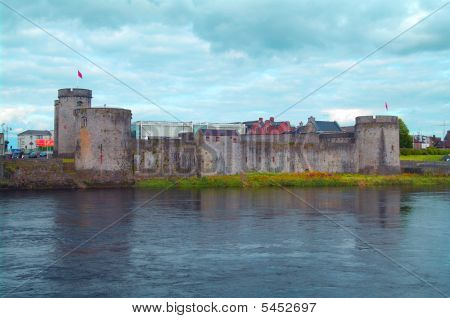King Johns Castle On The River Shannon