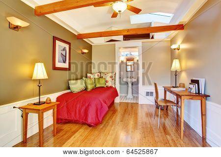 Detached Guest House Vacation Rental Cottage.