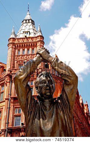 Footballer statue, Nottingham.