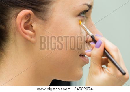 Applying makeup on the model's face