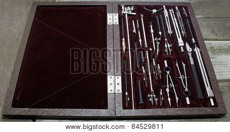 Case of drawing instruments.