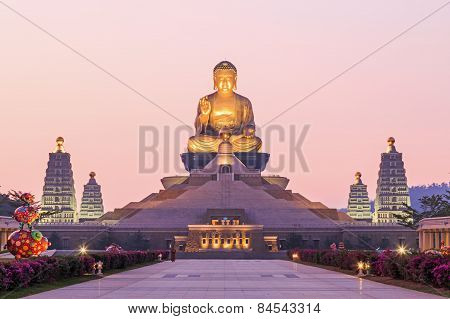 Kaohsiung, Taiwan - December 15, 2014: Sunset At Fo Guang Shan, The Biggest Buddist Temple Of Kaohsi