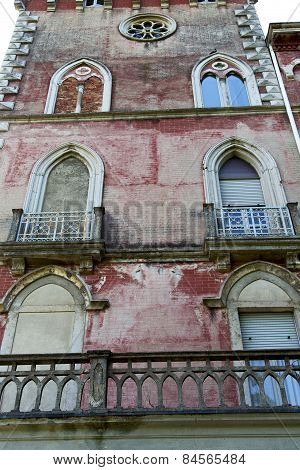 Red Terrace Europe  Italy       In  The Milano   Brick    Water Pipe
