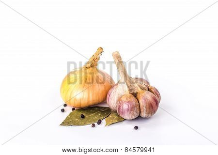 garlic, bulb onion and bay leaves isolated