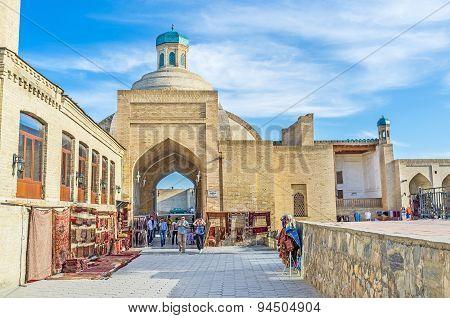The Uzbek Market