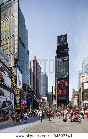 New York Times Square, Editorial
