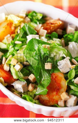 Salad With Tomatos, Tuna Fish And Croutons