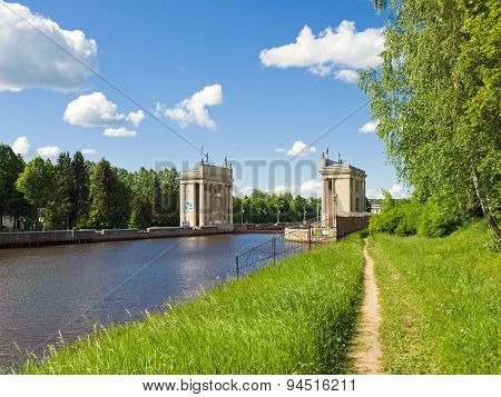 Gateway for ships on the river