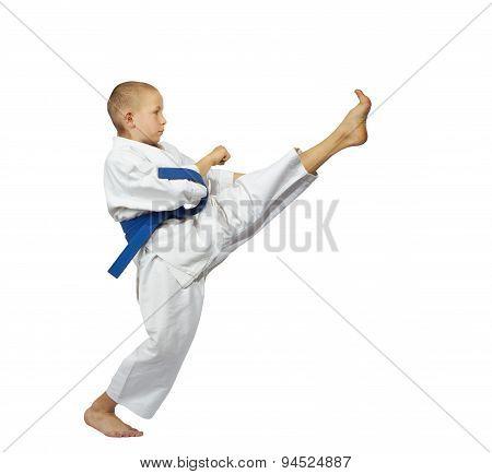 In karategi athlete beats kick mae-geri