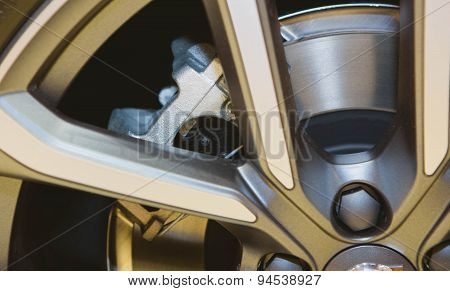 car wheel with brake
