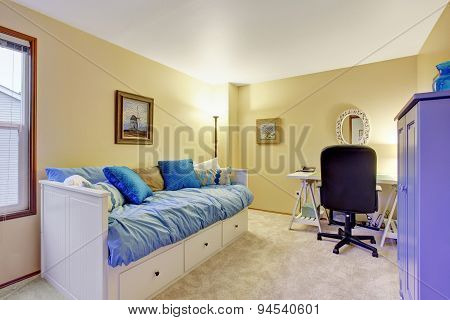 Nice Office Room With Desk And Couch.