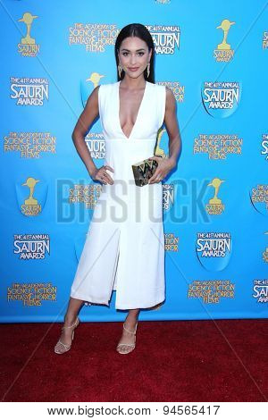 LOS ANGELES - JUN 25:  Lindsey Morgan at the 41st Annual Saturn Awards Arrivals at the The Castaways on June 25, 2015 in Burbank, CA