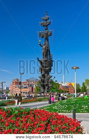 MOSCOW, RUSSIA - SEPTEMBER 05: Walking people and monument to Peter the Great on September 05, 2014 in Moscow, Russia.