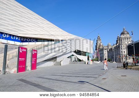 Museum of Liverpool and Three Graces.