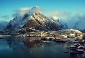 pic of reining  - snow in Reine Village - JPG