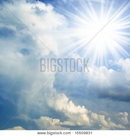 Sun auf blauer Himmel