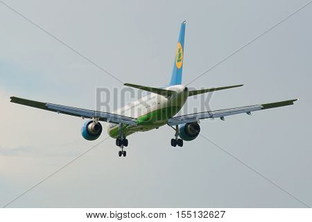 ST. PETERSBURG, RUSSIA - AUGUST 24, 2016: The Boeing 757 (UK-75701) Uzbekistan Airways plane coming in the land. Rear view
