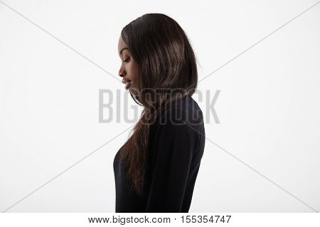 black woman with long straaight hair profile