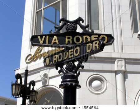 Via Rodeo/N. Rodeo Dr