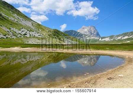 The reflect of the Gran Sasso on the Pietranzoni lake