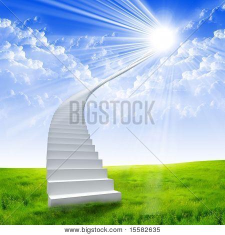 Escada branca, estendendo-se para um céu brilhante contra um fundo de relva verde. Símbolo da estrada para ele