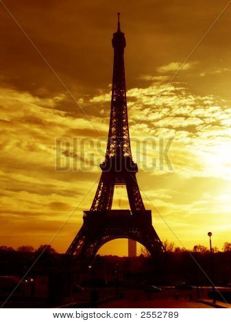 Eiffel Tower At Early Sunrise - Paris