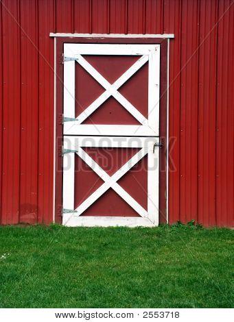 Porta de celeiro vermelho