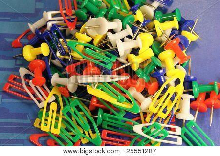? lastic clips y botones