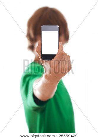 Joven sosteniendo teléfono moderno, aislado en blanco [enfoque selectivo]