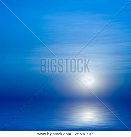 Mond, Himmel und blaue Meer