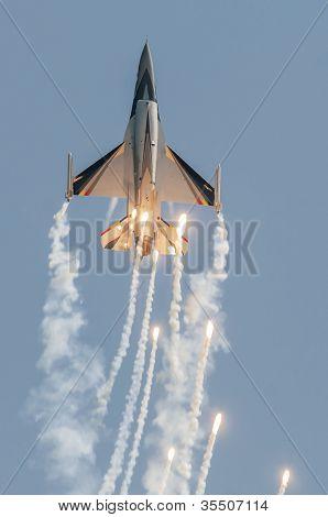 Baf F16