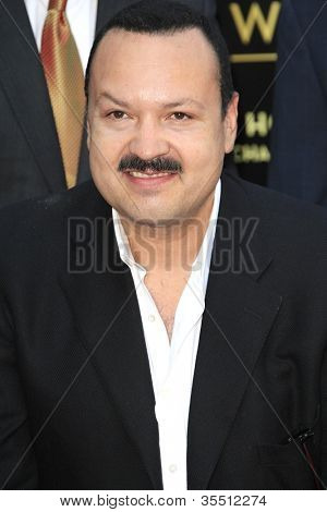LOS ANGELES -JUL 26: Pepe Aguilar em uma cerimônia honrando Pepe Aguilar com uma estrela na Hollywood a W