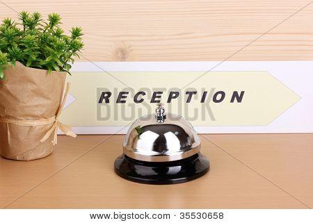 Recepção do Hotel isolada no branco