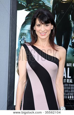 "LOS ANGELES - AUG 1:  Perrey Reeves arrives at the ""Total Recall"" Premiere at Graumans Chinese Theater on August 1, 2012 in Los Angeles, CA"