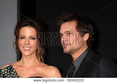 "LOS ANGELES - AUG 1:  Kate Beckinsale, Len Wiseman arrives at the ""Total Recall"" Premiere at Graumans Chinese Theater on August 1, 2012 in Los Angeles, CA"