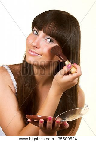 girl with brush for blush