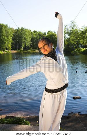 young sporty woman fromt of a lake