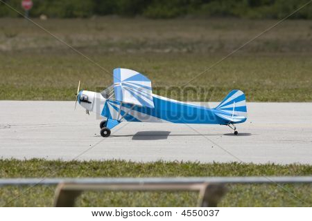 A R/c Model Piper Cub Tail Dragger