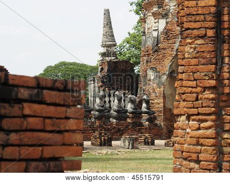 Peaking Head Cut-Off Buddha Images, Chai Wattanaram Temple, Ayutthaya, Thailand