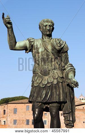 Estátua do imperador Trajano