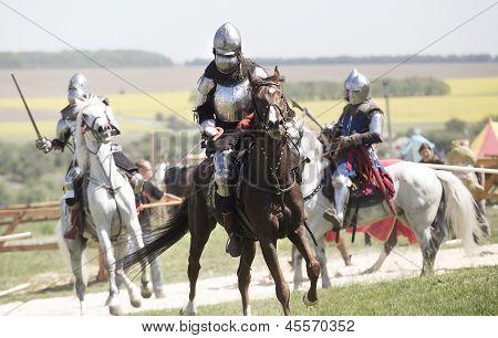 Caballeros medievales en batalla