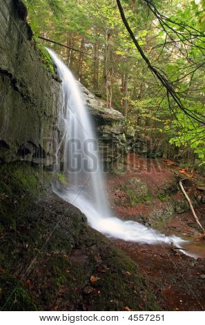 Vista lateral de cascada