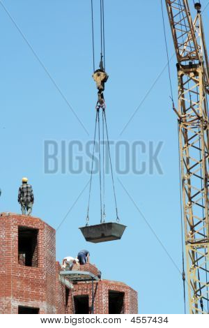 Lifting-crane To Raise A Bricks