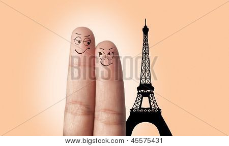 A finger couple dream to travel