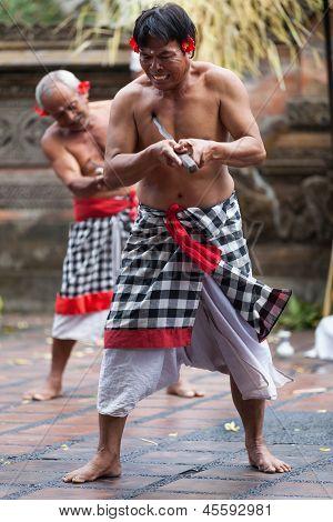 Barong y Kris Dance realizar, Bali, Indonesia