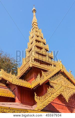 Temple in The Shwezigon Pagoda complex