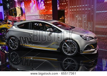 Opel Astra Opc Extreme At The Geneva Motor Show